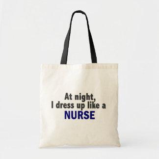 På natten klär jag upp något liknande en budget tygkasse