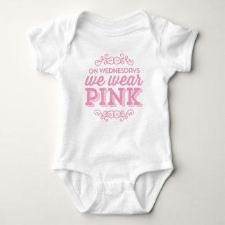 På onsdagar ha på sig vi rosa roligt tröja