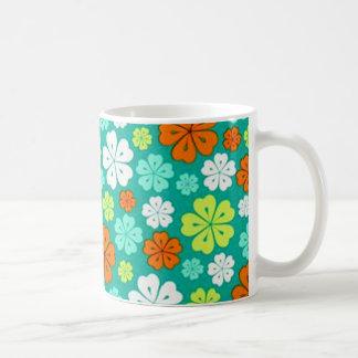 padrão flores forma de trevo kaffemugg