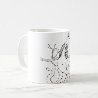 Påfågel på en gren kaffemugg
