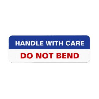 Paketklistermärkehandtaget med omsorg gör inte krö returadress etikett