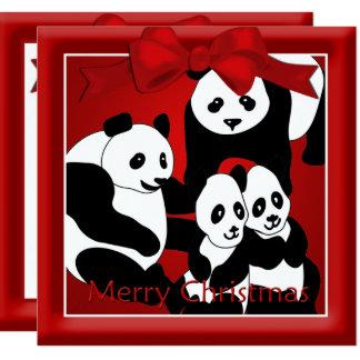 Pandafamilj av hälsningen för fyra jul fyrkantigt 13,3 cm inbjudningskort