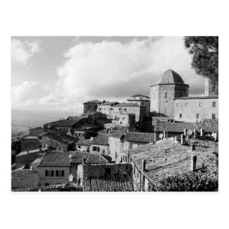 Panorama av den Volterra byn, landskap av Pisa Vykort