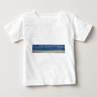 Panorama- beskåda av den tropiska ön tee shirt