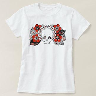 """Pånyttfödelse"" skalle och blommor som drar kvinna T-shirt"