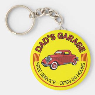Pappa garage för fadern som har bilseminariet rund nyckelring