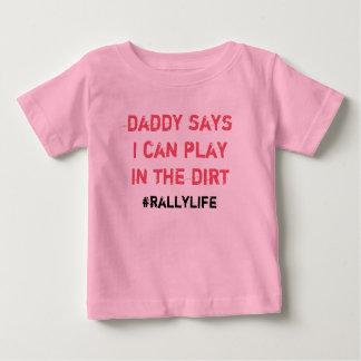 Pappanågot att sägalek i smuts t-shirt