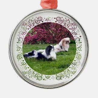 Parti-Färg Pekingese hundar Julgransprydnad Metall