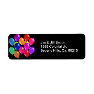 Partyballonger i en regnbåge av färger returadress etikett