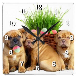 Påsk Dogue de Bordeaux hund Fyrkantig Klocka