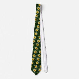 Påskliljar symboliserar förnyandetie.en slips
