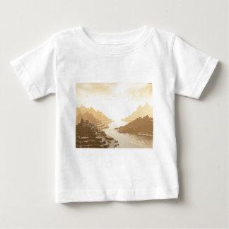 Passage för Misted bergflod T-shirts