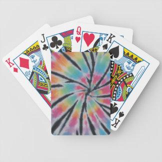 Pastell virvlar runt Tiefärgcykeln som leker kort Spelkort