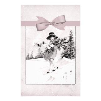 Pastellfärgad rosa vintageflickaktigt i snö brevpapper