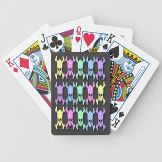 Pastellfärgat skallemönster som leker kort spelkort