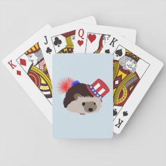Patriotisk igelkott som leker kort casinokort