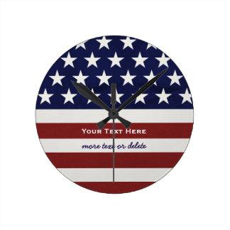 Patriotisk Juli 4th för amerikanUSA flagga Rund Klocka