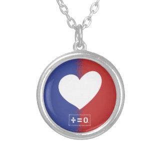 Patriotisk röd vit- och blåttenhethjärta silverpläterat halsband