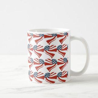 Patriotiska hjärtor 4th för flagga för kaffemugg