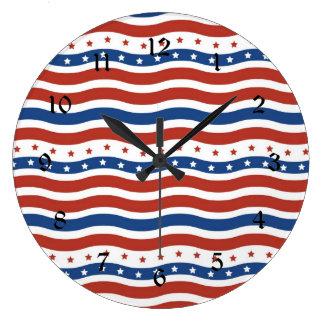 Patriotiskt vågigt stars och stripesfrihetsflagga stor klocka