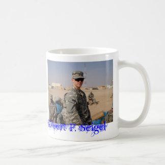 PB040009 stolt farmor av ett utplacerat U.S.… Kaffemugg