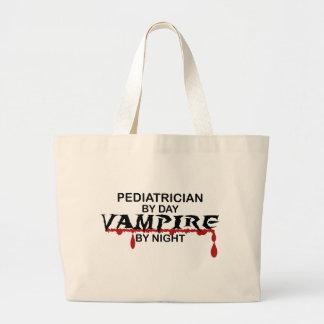 Pediatrisk vampyr vid natt tote bags