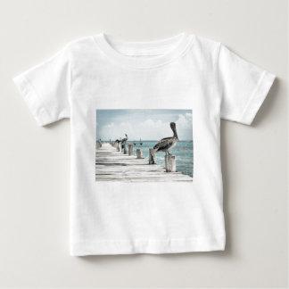 Pelikan på pir tee shirt