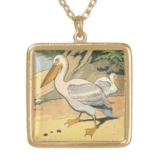 Pelikan på stranden halsband med fyrkantigt hängsmycke