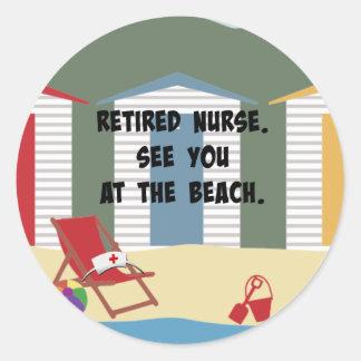 Pensionerad sjuksköterska. Se dig på beach.en Runt Klistermärke