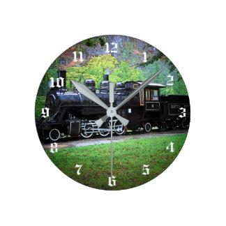 Pensionerad tågmotor rund klocka