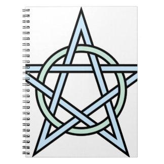 Pentagram-cirkla-flätat samman anteckningsbok