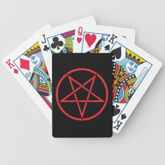 Pentegram som leker kort spelkort