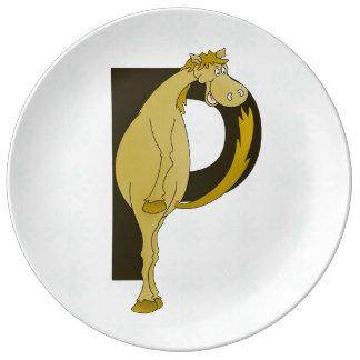 Personifierad böjlig ponny för Monogram P Porslinstallrik
