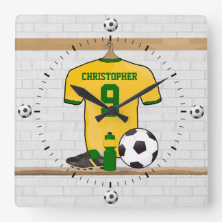 Personifierad grönt för fotbolljerseygult fyrkantig klocka