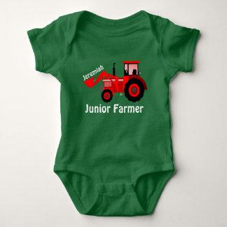 """Personifierad """"yngre bonde"""" och röd traktor t-shirt"""