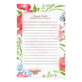 Personifierade röda och blåttblommigt och fjärilar brevpapper