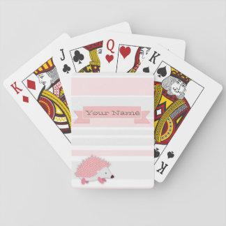 Personligigelkott som leker kort spel kort
