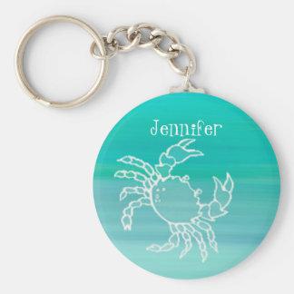 Personligkrabba i ett aquamarine färgat hav rund nyckelring