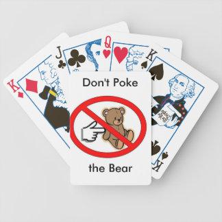"""""""Peta inte björnen"""" som leker kort Kortlek"""