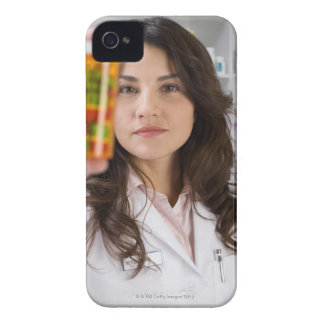 Pharmacistinnehav en pillflaska iPhone 4 cover