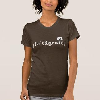 Phonetic fotografi (den brun T-tröja som är Tee