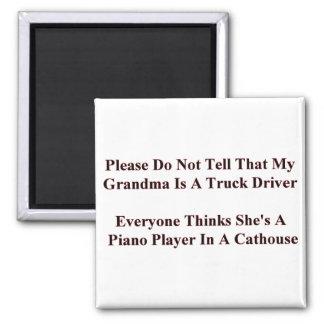 Piano som leker mormor magnet