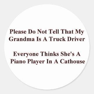 Piano som leker mormor runt klistermärke