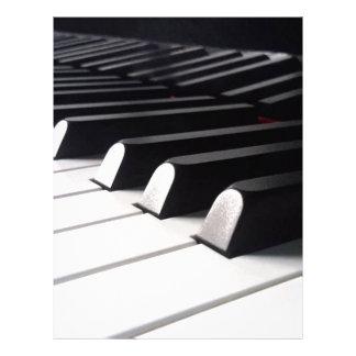 Pianot beskådar brevhuvud