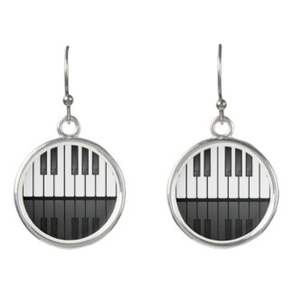 Pianotangentborddesignen tappar örhängen