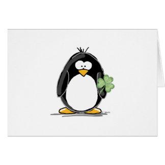 Pingvin med en Shamrock Hälsningskort