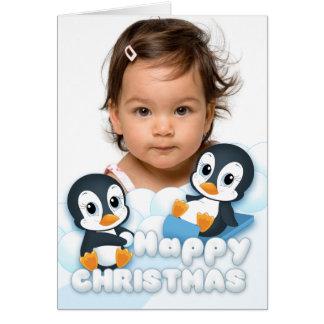 Pingvin som leker i julsnön hälsningskort