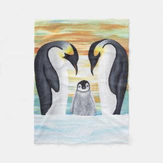 Pingvinfamilj med babypingvinet fleecefilt