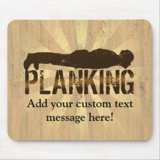 Plank att ljuga för coola besegrar leken musmatta