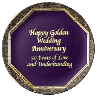 Pläterar den lyckliga bröllopsdagen för guld & för porslinstallrik